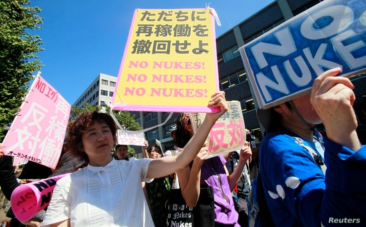 Anti-nuclear protesters hold a rally outside Japan's Prime Minster Yoshihiko Noda's official residence in Tokyo, August 22, 2012.