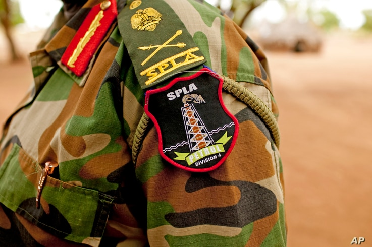 A Sudan People's Liberation Army (SPLA) commander dons his division's insignia in Bentiu, Unity State, South Sudan.