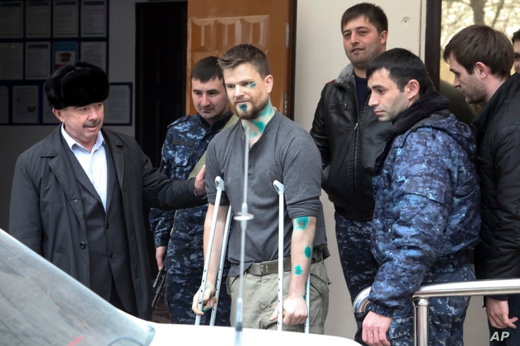FILE - Norwegian reporter Oystein Windstad, one of a group of journalists and activists attacked by assailants near Chechnya, leaves a hospital in Ordzhonikidzevskaya, Ingushetia province, March 11, 2016. The journalists were investigating human righ...