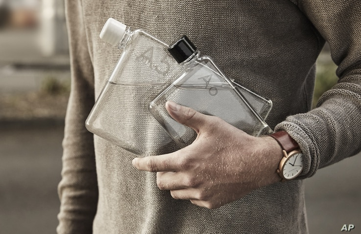 The Memobottle water reusable water bottles featured in the 2016 Oscars gift bags are valued at $47 each.