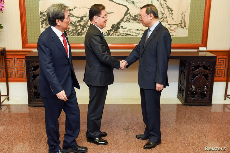 Chinese State Councilor Yang Jiechi, right, meets with South Korea's National Security Adviser Chung Eui-yong, center, and South Korean ambassador to China Noh Young-min at the Diaoyutai state guesthouse in Beijing, China, March 12, 2018.