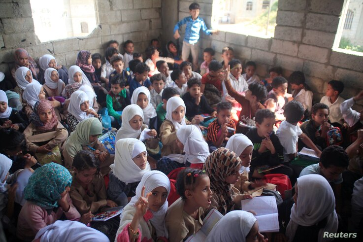 Students attend a class at the house of a teacher, who turned it into a makeshift free school that hosts 700 students, in Taiz, Yemen,Oct. 18, 2018.