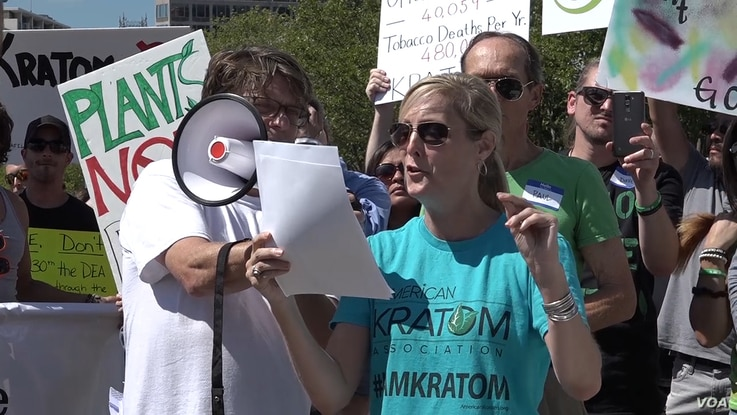 Susan Ash, founder of the American Kratom Association, speaks at a Washington rally she helped organize in support of keeping kratom legally available to the U.S. public, Sept. 13, 2016. (V. Gunawan/VOA)