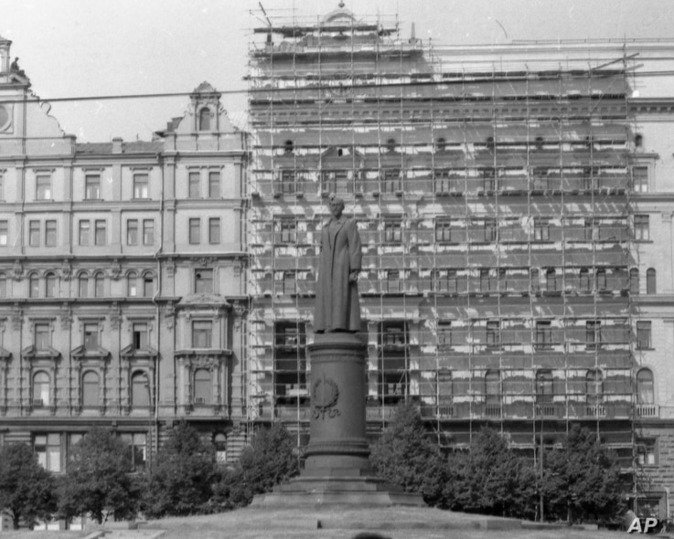 file - A statue of the founder of Russia's first secret police force, Felix Dzershinsky, stands in front of the Headquarters of the KGB, in Moscow, Russia, July 28, 1975, which is getting a fresh coat of paint and repairs to the facade.