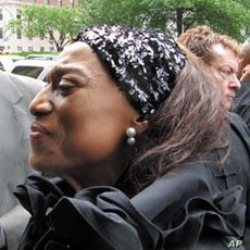 Famed opera diva Jessye Norman comes to show her respects to Lena Horne, 14 May 2010