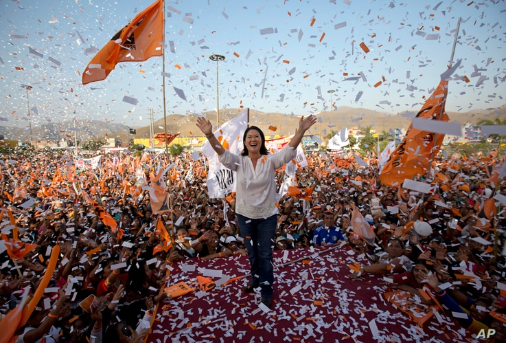 Confetti rains on presidential candidate Keiko Fujimori and her supporters during a campaign rally in the Ventanilla neighborhood, in Lima, Peru, May 31, 2016.