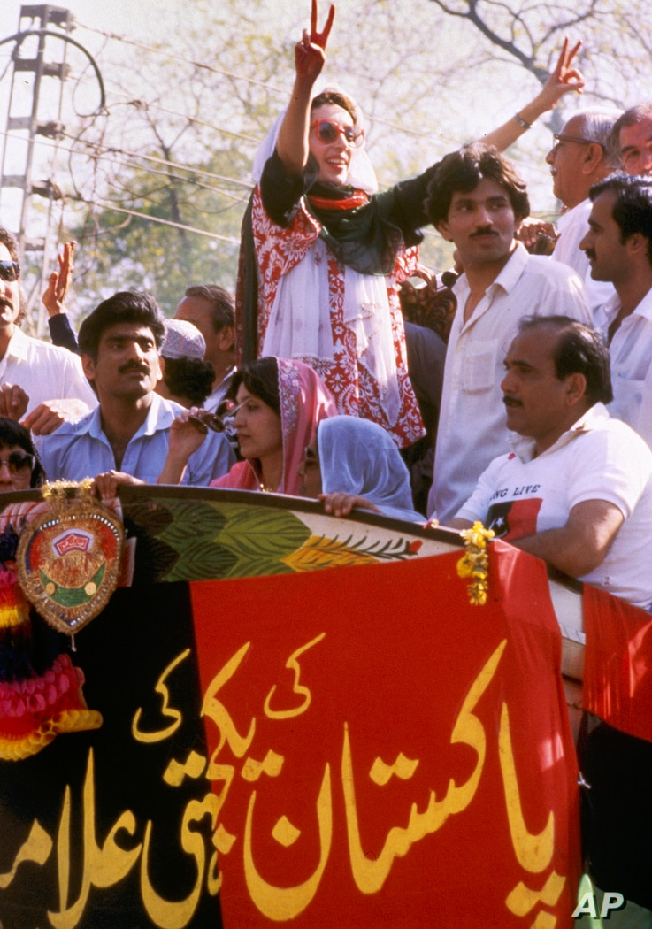 """Benazir Bhutto, leader of the Pakistan People's Party, arrives in Lahore, April 10, 1986. The 32-year-old daughter of former Prime Minister Zulfikar Ali Bhutto hopes that her """"People Power"""" will force President Zia Ul Haq into holding an early genera..."""