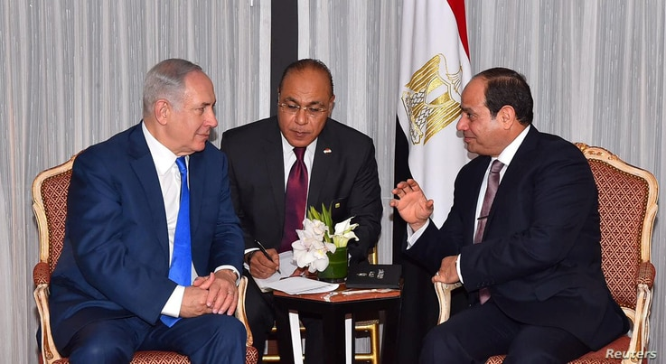 FILE - Egyptian President Abdel Fattah el-Sissi (R) speaks with Israeli Prime Minister Benjamin Netanyahu (L) during a meeting on the sidelines of the United Nations General Assembly in New York, Sept. 19, 2017.