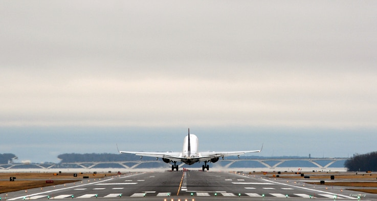 A passenger aircraft is taking off at Reagan Washington National Airport outside Washington, D.C. (Photo by Diaa Bekheet)