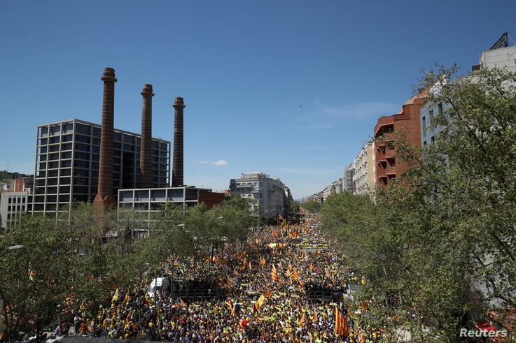 Pro-independence supporters march as they attend a demonstration in Barcelona, Spain, April 15, 2018.