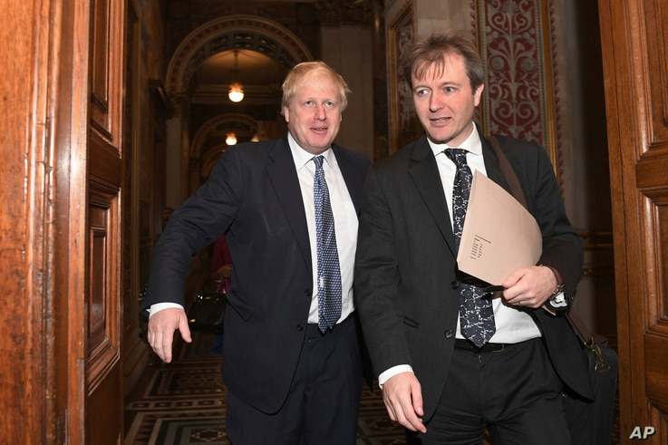 Britain's Foreign Secretary Boris Johnson, left, walks with Richard Ratcliffe, the husband of British-Iranian Nazanin Zaghari-Ratcliffe, at the Foreign & Commonwealth Office in London,  Nov. 15, 2017.