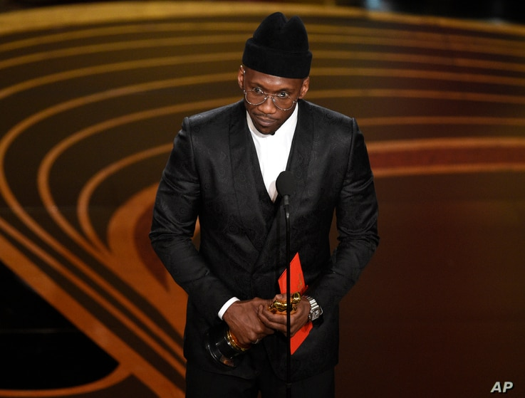"""Mahershala Ali accepts the award for best performance by an actor in a supporting role for """"Green Book"""" at the Oscars on Sunday, Feb. 24, 2019, at the Dolby Theatre in Los Angeles."""