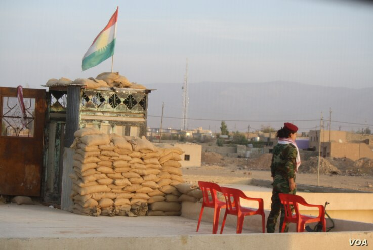 At an all-female base, a peshmerga soldier stands guard on Nov. 14, 2016, in Snuny, Iraq (H. Murdock/VOA)