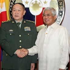 China Defense Minister Liang Guanglie and Philippines Defense Secretary Voltaire Gazmin agree that a peaceful approach to territorial disputes in the South China Sea is most favorable