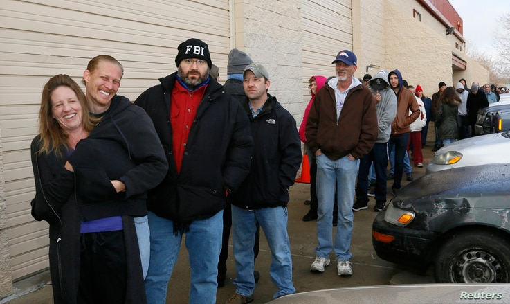 People wait in line to be among the first to legally buy recreational marijuana at the Botana Care store in Northglenn, Colorado, Jan. 1, 2014.