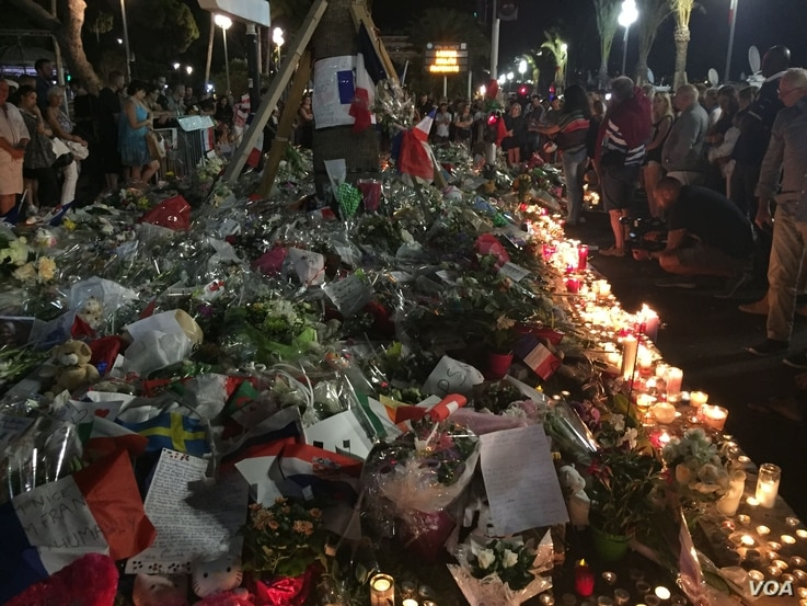 People gather around a new memorial in Nice, southern France, July 18, 2016. (Niloofar Pourebrahim/VOA)