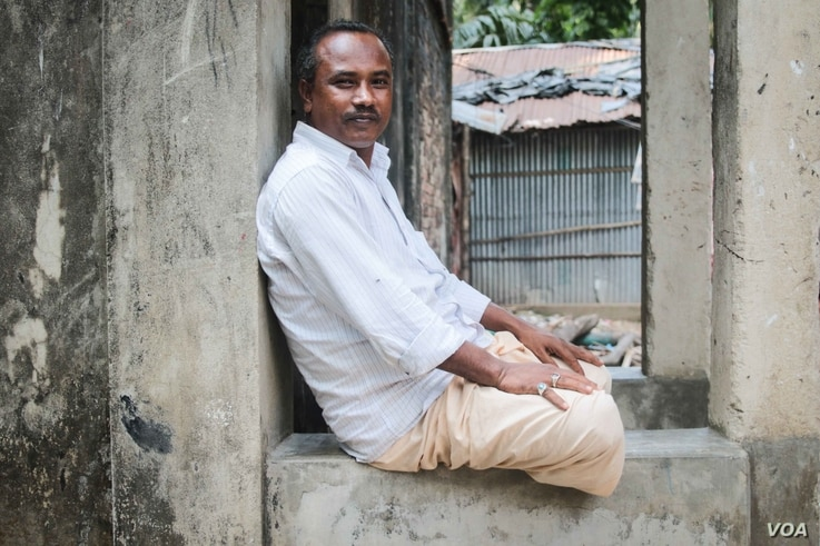 Muhammed Nuruddin lives in a community on the mainland made up of displaced islanders from Kutubdia. (J.OWENS/VOA)