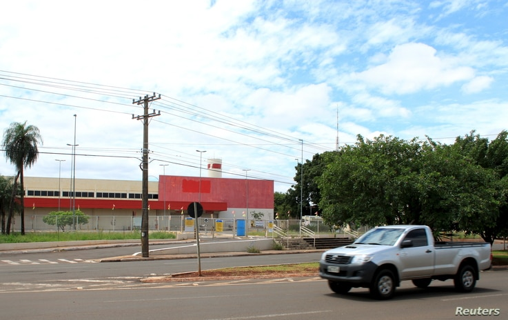 A former Wal-Mart Store is pictured in Campo Grande, Brazil, January 27, 2016. Brazil's slumping economy has forced the U.S. retailer to shutter 60 locations across the country.