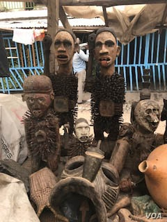 There's no shortage of artwork and creativity in Congo -- original pieces and antique crafts sell for a song at the bustling Kinshasa art market.