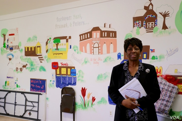 Eastover Mayor Geraldine Robinson says education, employment and health care are the most pressing issues to her. She supports Hillary Clinton for president. (B.Allen/VOA)