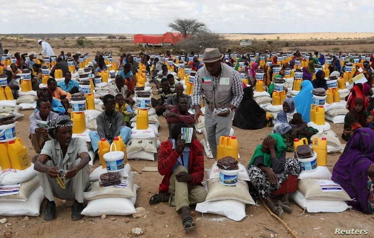 FILE - Internally displaced people receive assistance from African Muslim Agency near Adbuqadir town of Awdal region, Somaliland, April 11, 2016. Across the Horn of Africa, millions have been hit by the severe El Nino-related drought.