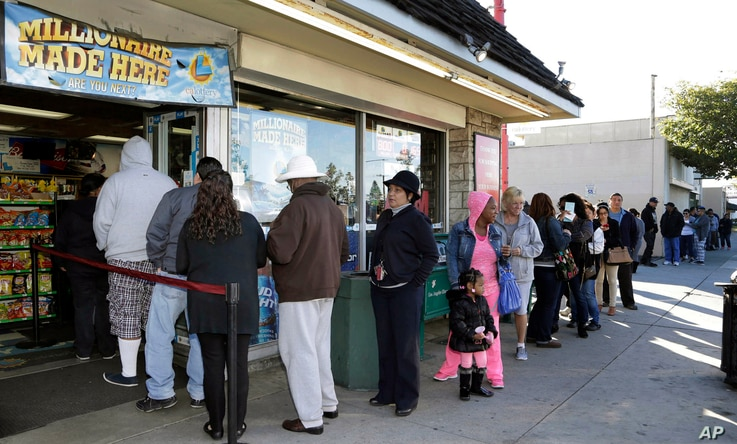Customers wait in line to buy Powerball lottery tickets in Hawthorne, Calif., on Jan. 8, 2016.