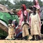 <SPAN class=smalltext>Displaced Sudanese in Darfur camp</SPAN>