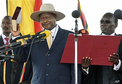 Ugandan President Yoweri Museveni is sworn in for another term at Kololo Airstrip in the capital city Kampala, May 12, 2011
