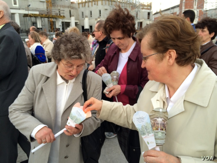 Every 22nd of the month since Pope John Paul II's death, people in his hometown have been holding a vigil, hoping he would be canonized, Crakow, Poland, April 22, 2014. (Jerome Socolovsky/VOA)