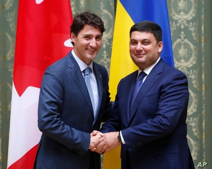 Canadian Prime Minister Justin Trudeau (L) and Ukraine's Prime Minister Volodymyr Groysman shake hands during a meeting in Kiev, Ukraine, July 11, 2016.