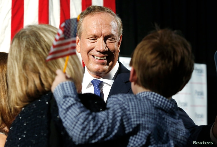 Republican presidential candidate and former New York Governor George Pataki greets supporters after formally announcing his candidacy for the 2016 Republican presidential nomination in Exeter, New Hampshire, May 28, 2015.