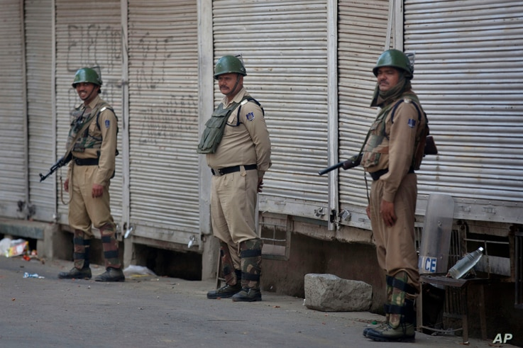 Indian paramilitary soldier stand guard on a deserted street during curfew in Srinagar, Indian-controlled Kashmir, July 12, 2016. Three days of violence have wracked the disputed Himalayan region.