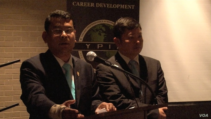 Nhay Chamroeun and Kong Sophea, opposition lawmakers who were beaten, spoke about human rights issues and democracy in Cambodia to young professionals in Washington, on Wednesday, Feb 4, 2016. (Say Mony/VOA Khmer)