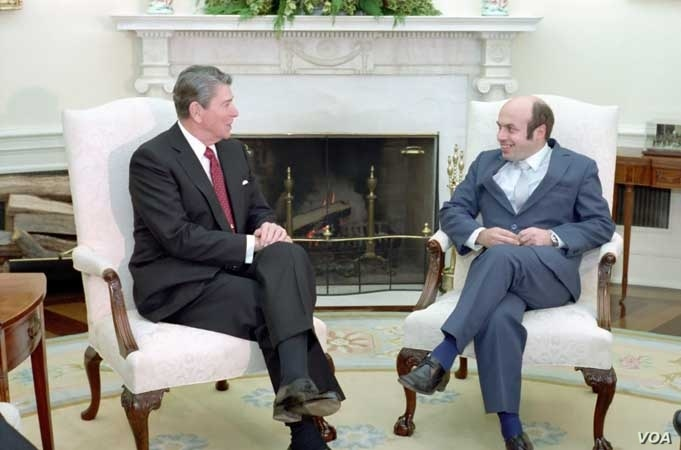 President Ronald Reagan meets with Anatoly Shcharansky, a released dissent from the Soviet Union in the Oval Office of the White House, Dec. 10, 1986.