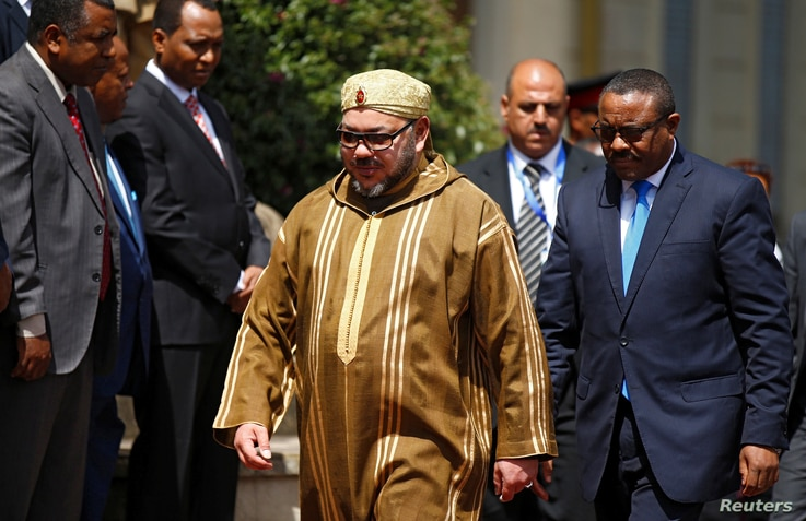 Morocco's King Mohammed, who visited Ethiopia's Prime Minister Hailemariam Desalegn (right), Nov. 19, 2016, has been touring Africa seeking support for a return to the African Union.