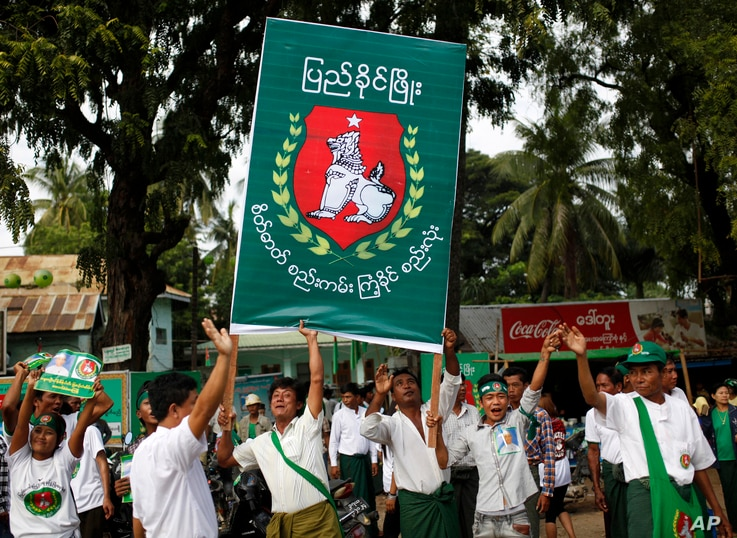 Supporters of military-backed Union Solidarity and Development Party (USDP) dance in front of a regional office during a campaign rally for the upcoming general election in Meiktila, Mandalay Region, Myanmar, Nov. 4, 2015..