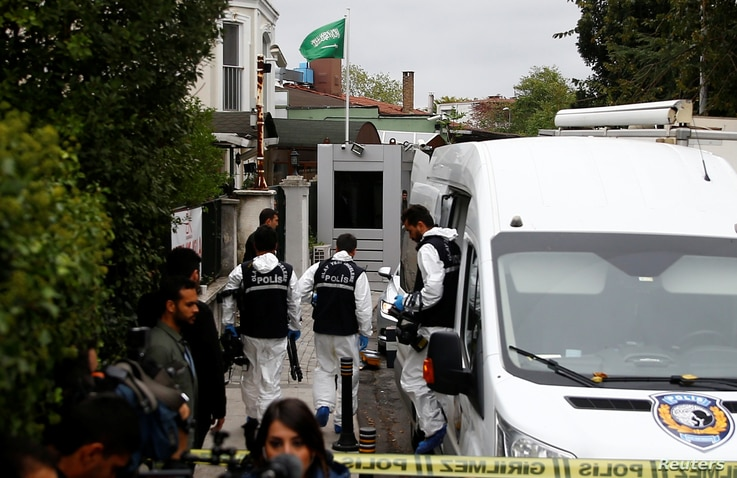 Turkish forensic officials arrive to the residence of Saudi Arabia's Consul General Mohammad al-Otaibi in Istanbul, Oct. 17, 2018.