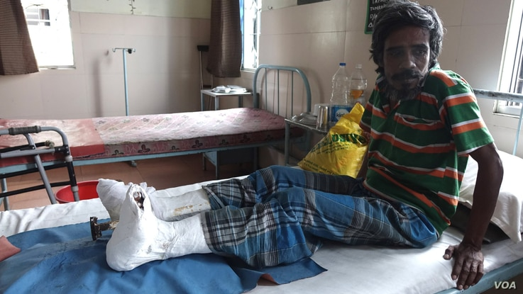 A leprosy patient, who has undergone corrective surgery of his claw toes, is recuperating at the Leprosy Mission Trust India hospital, Kolkata, Sept. 20 2016. (M. Hussain/VOA)