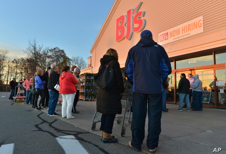 BJ's Wholesale Club members line up for Black Friday doorbuster deals in Northborough, Mass., Nov. 24, 2017.