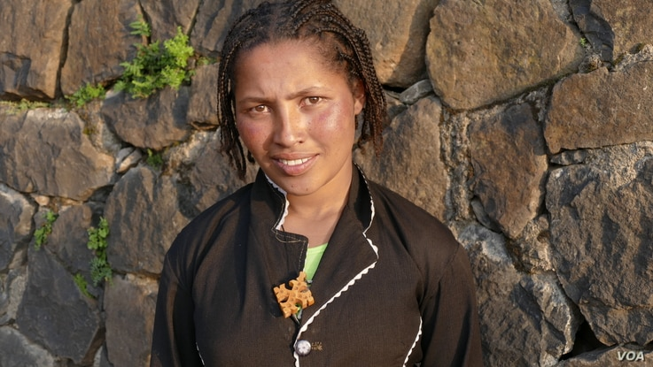 Sixteen-year-old Hibste Abebayehu has battled against being married to older men since she was just 13, and she is continuing her education, in Gondor, Ethiopia, Septmber 2015. (M. van der Wolfe / VOA)