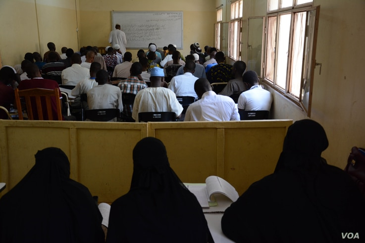 Students at the University of Sahel in Bamako. It's one of a growing number of institutions offering Islamic studies and Arabic. It's partly funded by Al-Farouk, an organization funded by Saudi Arabia and Qatar. (K. Hoije/VOA)