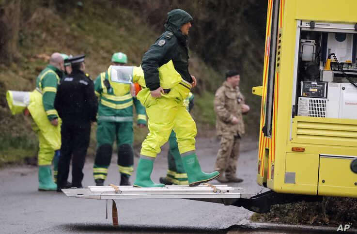 Military forces work on a van in Winterslow, England, March 12, 2018, as investigations continue into the nerve-agent poisoning of Russian ex-spy Sergei Skripal and his daughter, Yulia, in Salisbury, England, on March 4,2018.