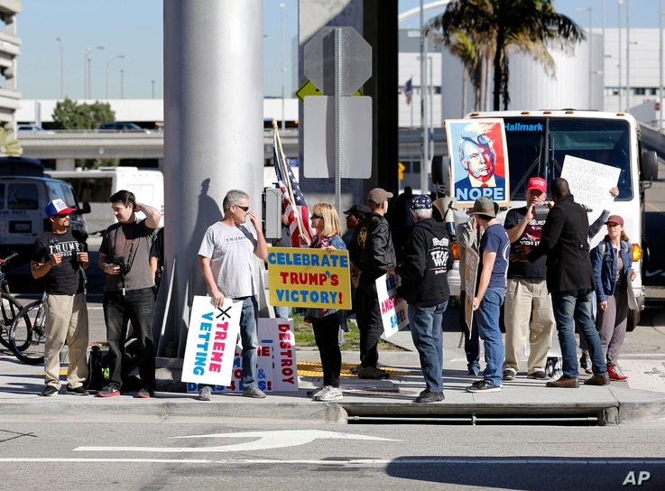 Supporters of President Donald Trump gather at Los Angeles International Airport during protests against Trump's executive order banning travel from seven Muslim-majority countries, Los Angeles, Calfornia, Jan. 29, 2017.