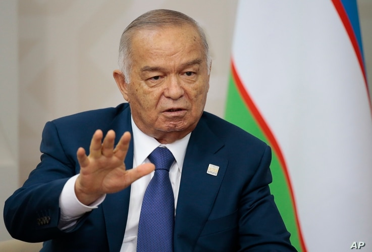 Uzbekistan's President Islam Karimov gestures while speaking to Russian President Vladimir Putin during the SCO (Shanghai Cooperation Organization) summit in Ufa, Russia, July 10, 2015.