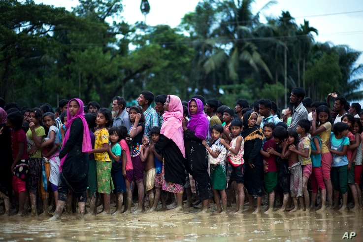 Rohingya Muslims, who crossed over recently from Myanmar into Bangladesh, wait to receive food being distributed near Balukhali refugee camp in Cox's Bazar, Bangladesh, Sept. 19, 2017.