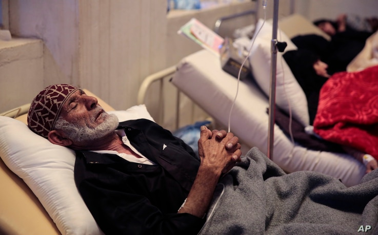 An elderly man is treated for a suspected cholera infection in Sanaa, Yemen, May. 15, 2017. The U.N. says a cholera outbreak has killed at least 180 people over the past two weeks.