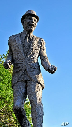 Bill Bojangles Robinson's statue in Jackson Ward shows the flair of the legendary vaudeville and movie dancer.