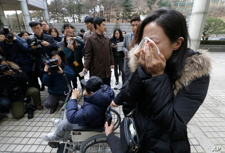 A family member of a victim of toxic humidifier disinfectants weeps during a press conference against the court's sentence in Seoul, South Korea, Jan. 6, 2017. Family members and victims wanted harsher sentences.