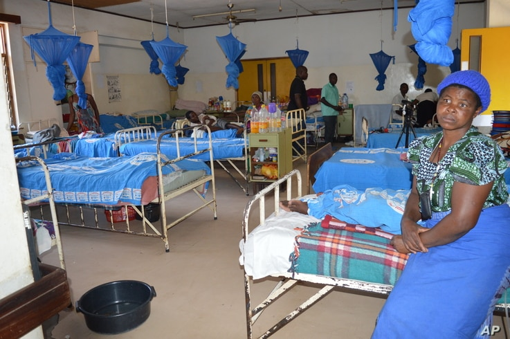 Drug shortagеs are a common problem in Malawi hospitals, like this rehabilitation center in Blantyre, Malawi. (L. Masina/VOA). The problem is rampant with Malaria drugs many of which disappear from hospitals and end up being sold on the street.