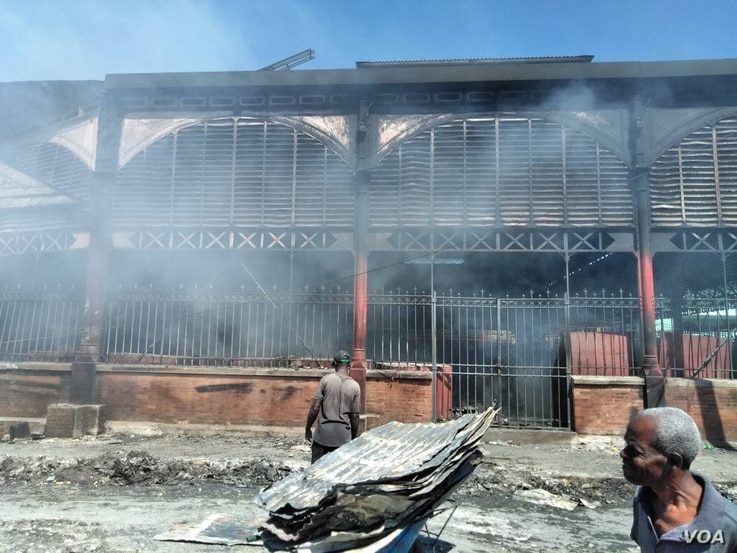 The Iron Market in Port-au-Prince, Haiti, was still smoldering from a fire, late in the morning, Feb 13, 2018. (F. Lisené/VOA Creole)